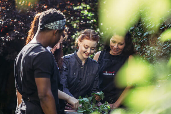Trotz ihres jungen Alters ist Viktoria Fahringer bereits erfolgreiche Unternehmerin – unter anderem mit ihrer eigenen Kochschule.