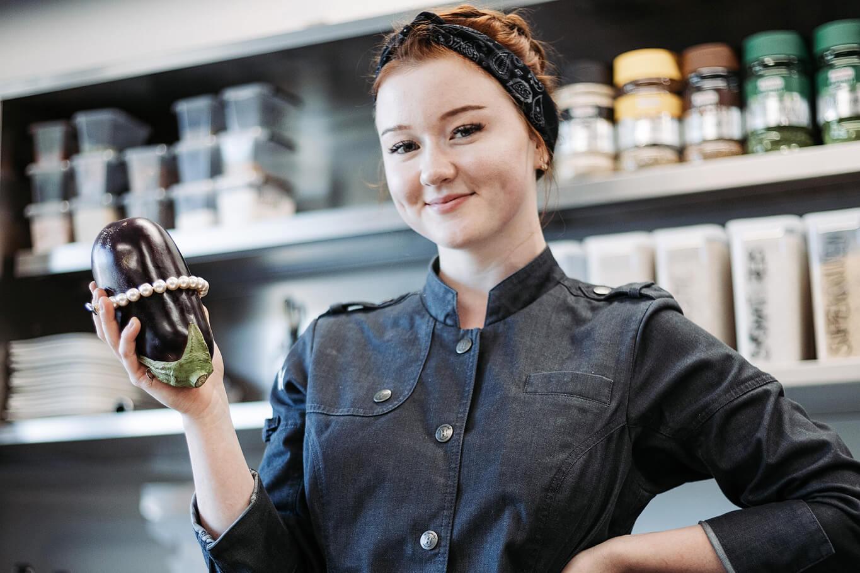 Als Köchin und Gastgeberin setzt Viktoria Fahringer sowohl auf Kreativtät als auch auf Bodenständiges – das Know-how für die Umsetzung hat sie sich am WIFI Tirol geholt.