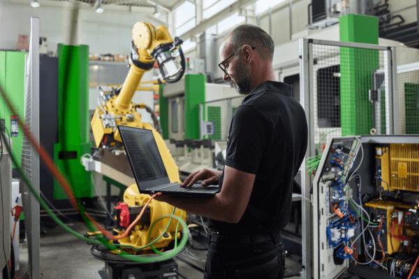 Die Kraft der Innovation: Forschung und Entwicklung haben in vielen Tiroler Unternehmen einen hohen Stellenwert. Als Schlüsselfaktoren eines erfolgreichen Standorts werden sie auch entsprechend gefördert.