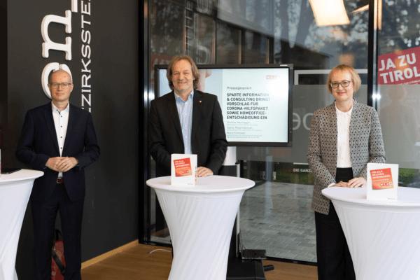 Spartenobmann Dietmar Hernegger (m.) mit seinen beiden Stellvertretern Sybille Regensberger (r.) und Mario Eckmair.