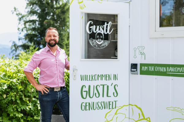 """Andreas Giner vor einem """"Gustl"""""""