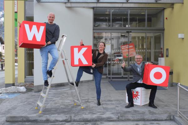 Stefan Bletzacher, Barbara Margreiter und Dominik Vogler (v.r.) beraten die Unternehmensgründer in der WK-Bezirksstelle Schwaz und freuen sich über die nach oben zeigenden Gründerzahlen.