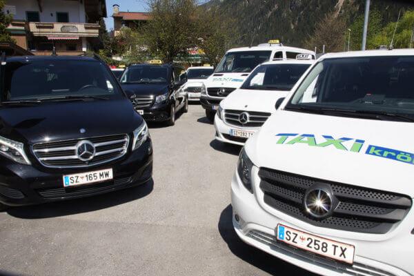 Der Fuhrpark von Taxi Kröll in Mayrhofen.