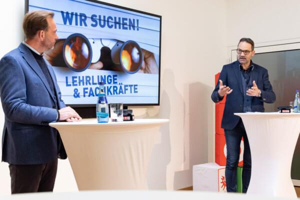 WK-Präsident Christoph Walser und WK-Lehrlingskoordinator David Narr (l.) setzen sich im Zuge der Pressekonferenz gemeinsam für ein besseres Image der Lehre ein.