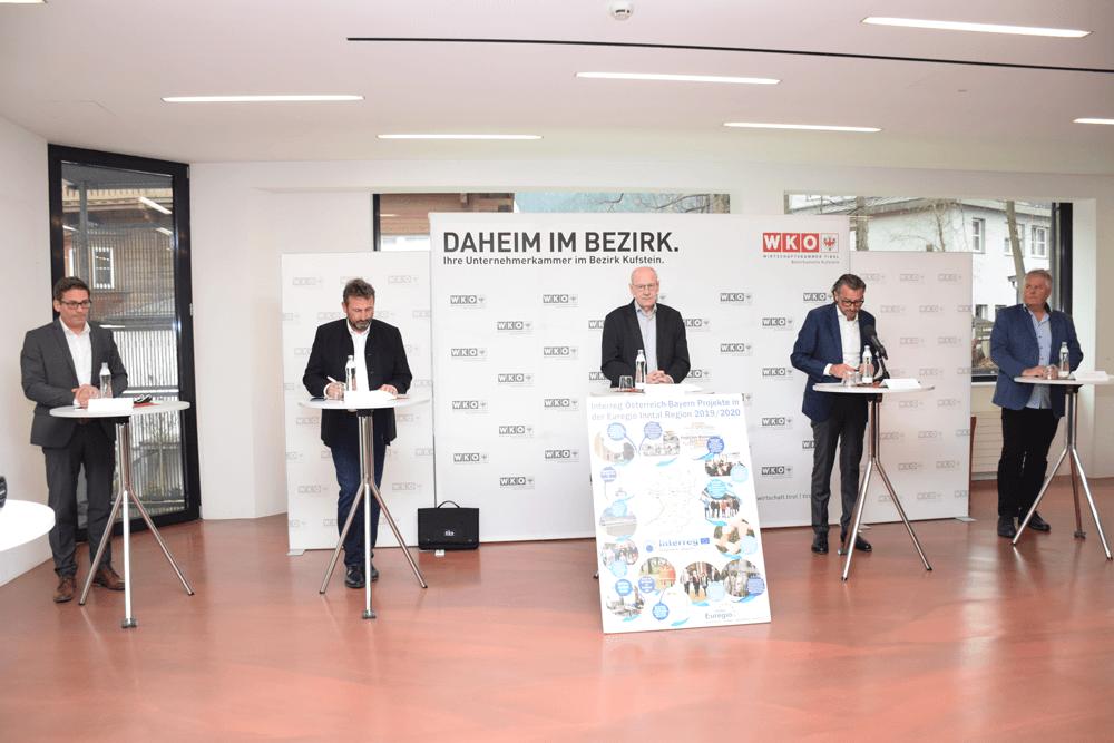 Bei der Pressekonferenz: Für die sofHeinz Ritzer, Georg Dettendorfer, Prof. Walter Mayr, WK-Bezirksobmann Manfred Hautz und Wolfgang Engl (v.l.)