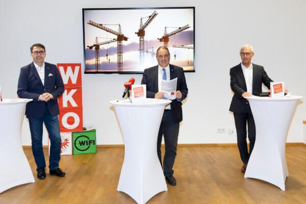 Der Innungsmeister des Tiroler Baugewerbes, WK-Vizepräsident Anton Rieder, analysierte gemeinsam mit Landesbaudirektor Robert Müller und dem Sprecher der Tiroler Bauindustrie, Manfred Lechner (v.l.), die aktuellen Entwicklungen in der Tiroler Bauwirtschaft.