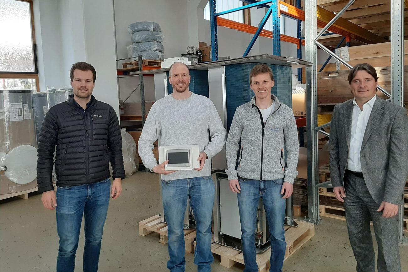 WK-Bezirksobmann Peter Seiwald (l.) zu Besuch bei Andreas Holaus, Entleitner Florian und Fuchs Florian der Lambda Wärmepumpen GmbH.