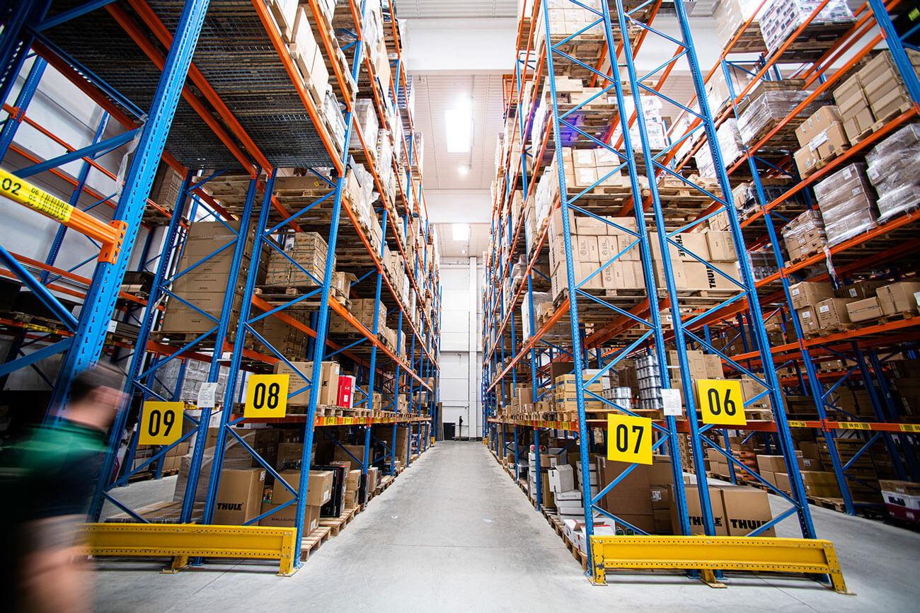 Für eleonto.com ist das High-Tech-Lager der Aqipa GmbH ein logistischer Turbo.