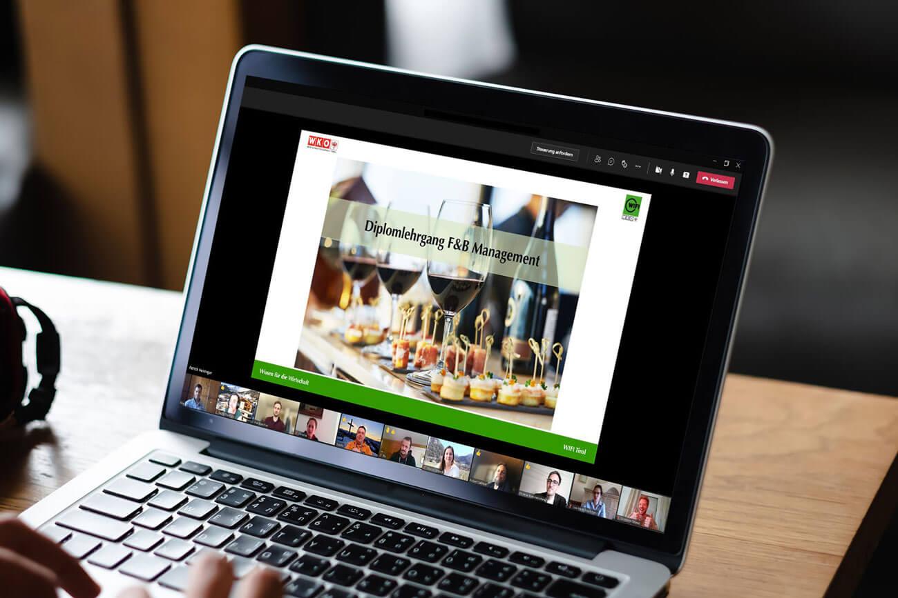 Online-Diplomlehrgang zum Food & Beverage Manager am Bildschirm eines Laptops