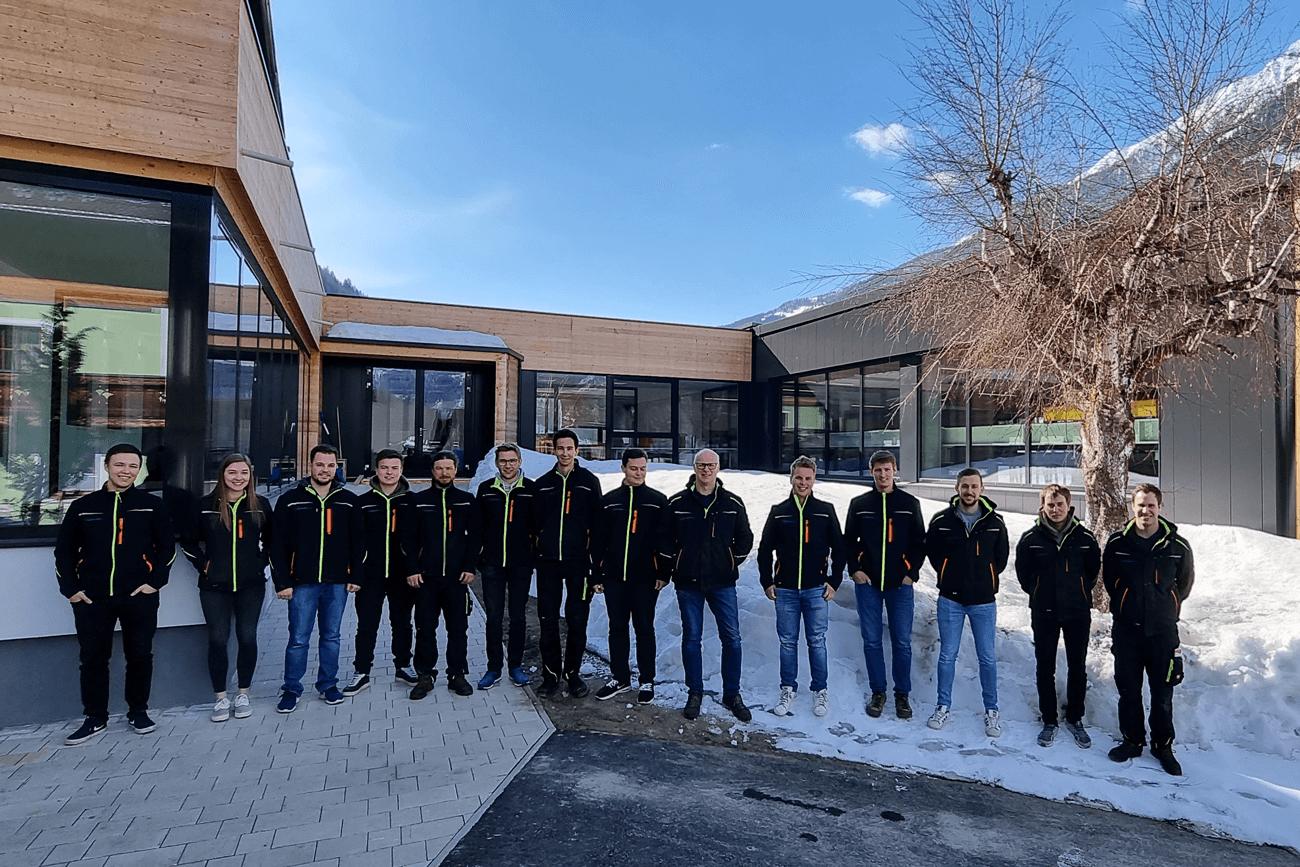 Das junge Team der Makkon GmbH mit Alleingesellschafter und Geschäftsführer Markus Köll (6. von rechts).