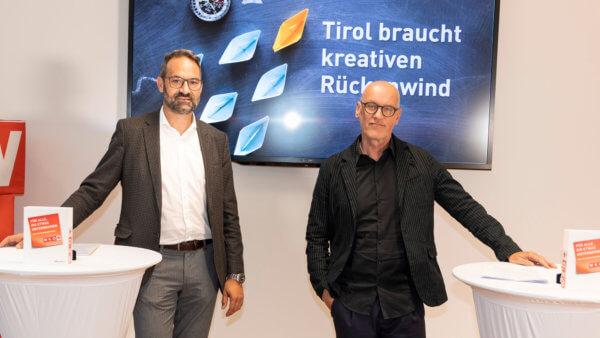 Setzen sich gemeinsam für mehr Kreativität in der Tiroler Wirtschaft ein: WK-Präsident Christoph Walser (l.) und Tom Jank, Fachgruppenobmann und Sprecher der Tiroler Kreativwirtschaft.
