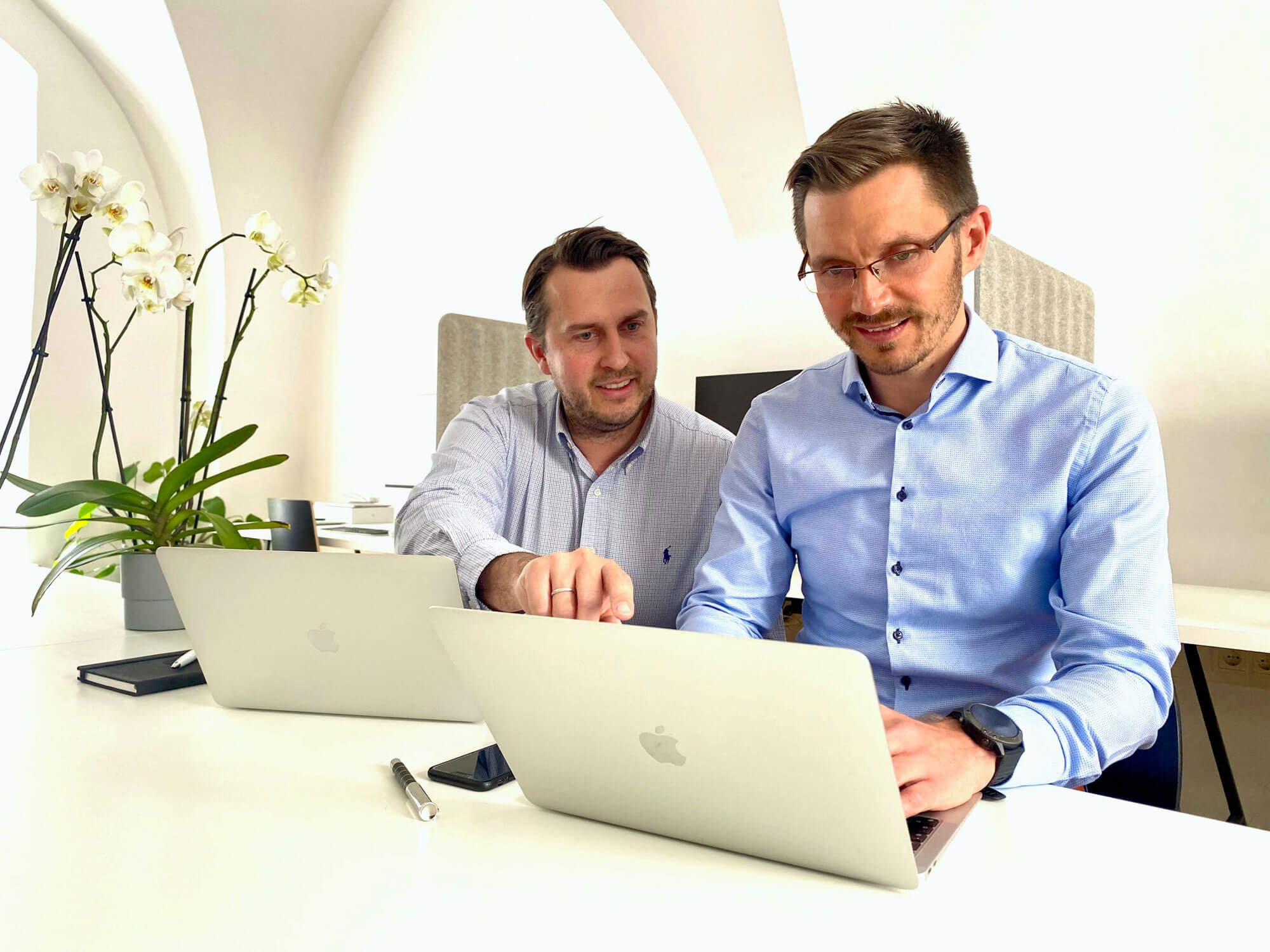 Die Geschäftsführer von Smart Energy Thomas Kircher (r.) und Stephan Glätzle-Rützler haben sich ganz der Energie- und Netzkostenoptimierung verschrieben.