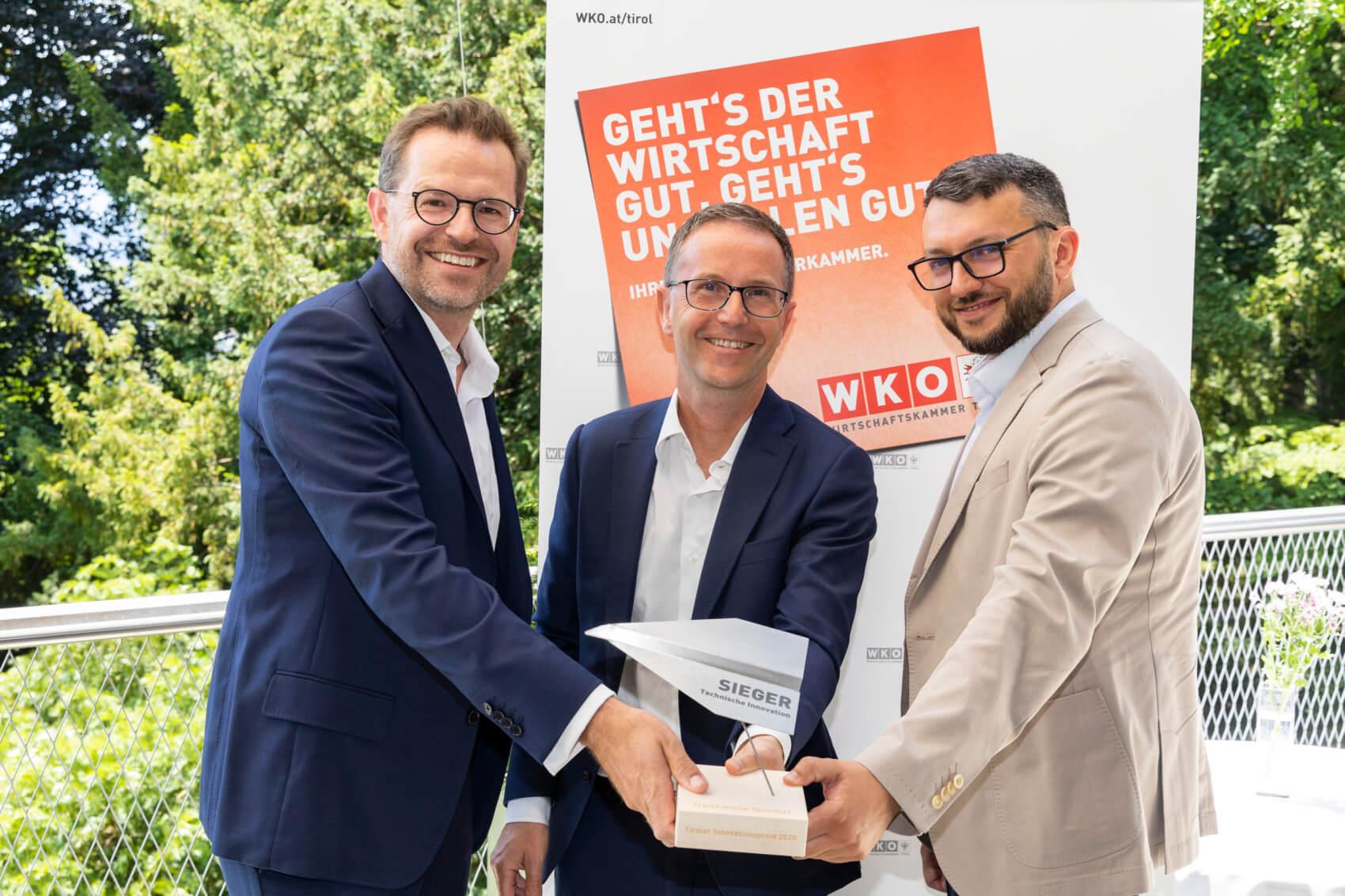 """Gewinner Kategorie """"Technische Innovationen - Produkte und Verfahren"""": Das Start-up Optronia mit Ulrich Hausmann, Nicola Baldo und Serghei Filminov (v.l.)."""
