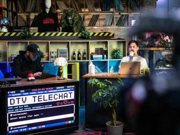 Konni Wolfgang moderiert DachsbauTV.