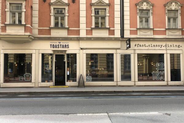 """Anfang März öffnete """"The Toastars"""" in der Innsbrucker Maximilianstraße seine Türen und bot Take Away-Service an. Mittlerweile kann auch vor Ort konsumiert werden."""
