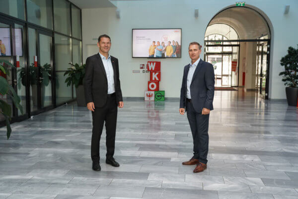 Bezirksobmann Patrick Weber (Innsbruck-Land) und Bezirksobmann Franz Jirka (Innsbruck-Stadt) ziehen gemeinsam an einem Strang (v.l.).
