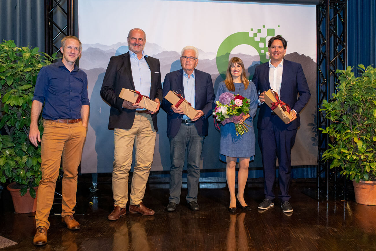 Die Osttirol Innovation Award Fachjury: Richard Piock, Rudi Hopfgartner, Rene Schmidpeter sowie Moderatorin Maris Mühlböck und Arge Vordenken Mitglied Michael Hohenwarter (v.l.).