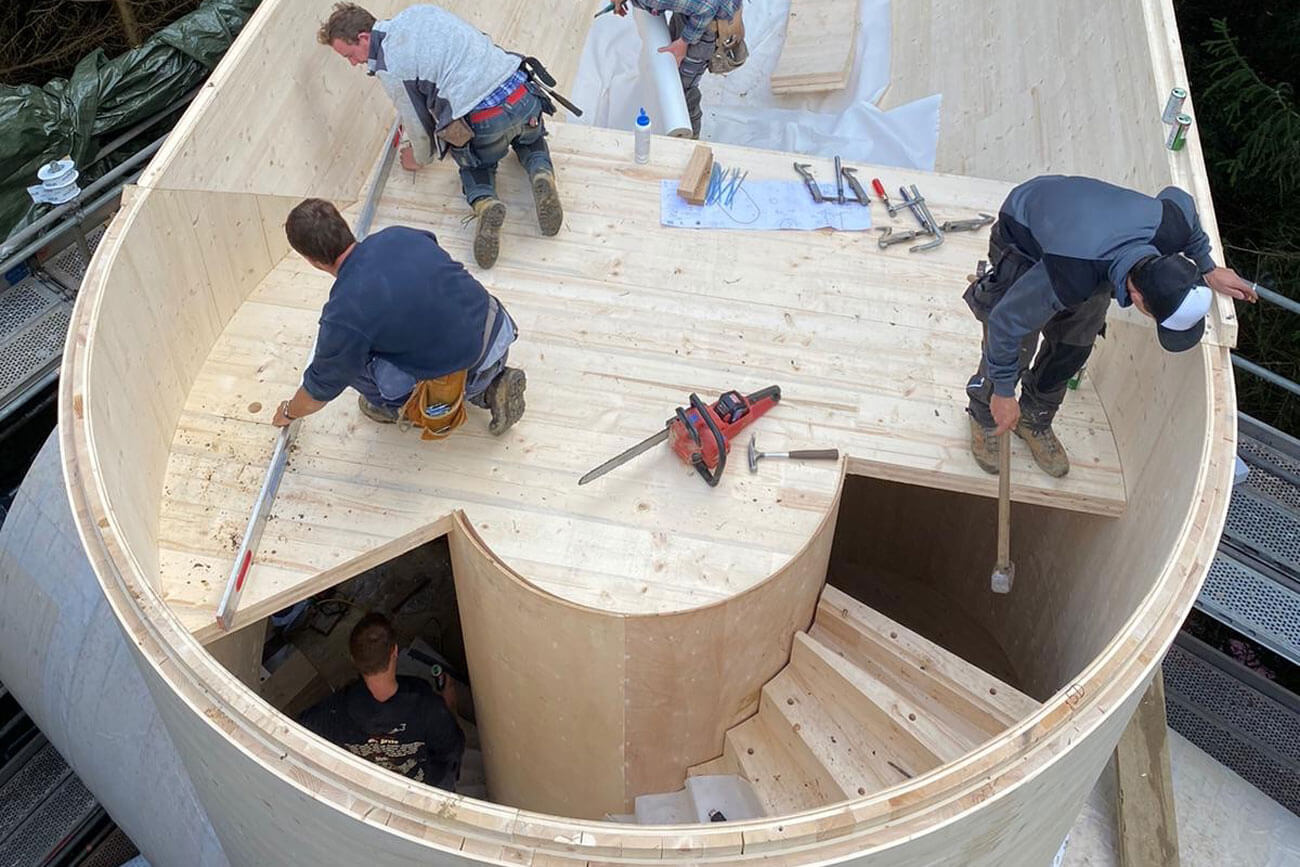 Die röhrenförmigen Elemente aus Osttiroler Holz für die Baumhäuser stammen von Holzbau Unterrainer.