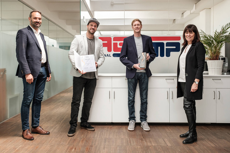 WK-Präsident Christoph Walser (l.), WKÖ-Vizepräsidentin Martha Schultz (r.); Hannes und Martin Rasinger.