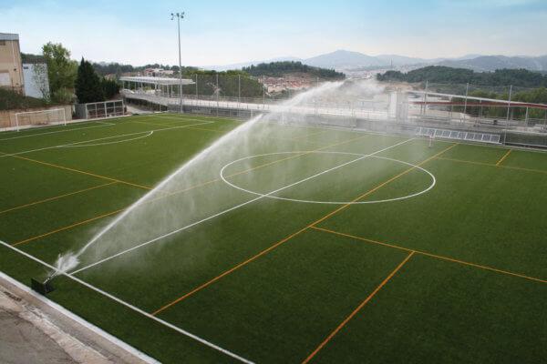 Bewässerung eines Fußballplatzes durch eine Anlage von Komet Austria
