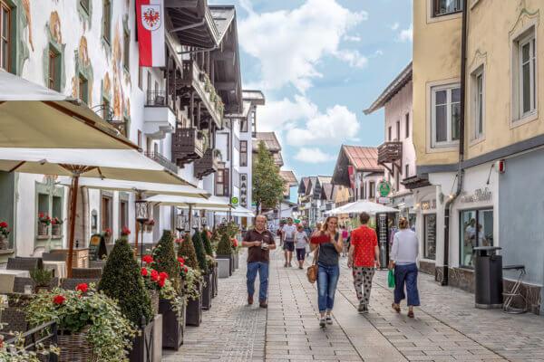 Damit unsere Gemeinden (am Bild St. Johann) lebendige Begegnungsorte bleiben, braucht es jeden einzelnen der sieben Standortfaktoren.