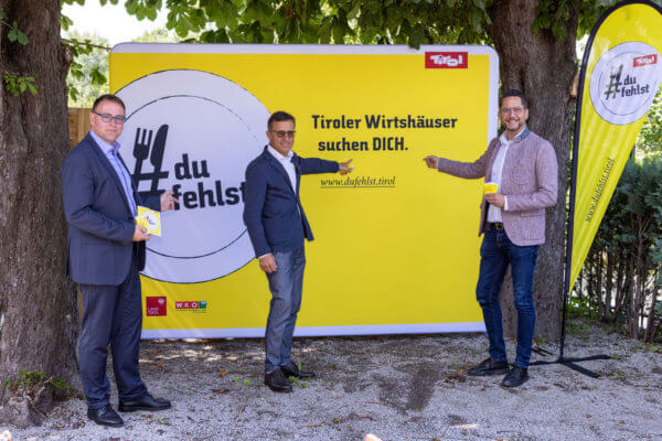Alexander Plaikner (Universität Innsbruck/UMIT Tirol), Josef Margreiter (Lebensraum Tirol Holding) und Alois Rainer (WK Tirol Fachgruppenobmann Gastronomie) (v.l.) bei der Präsentation der Kampagne #dufehlst.