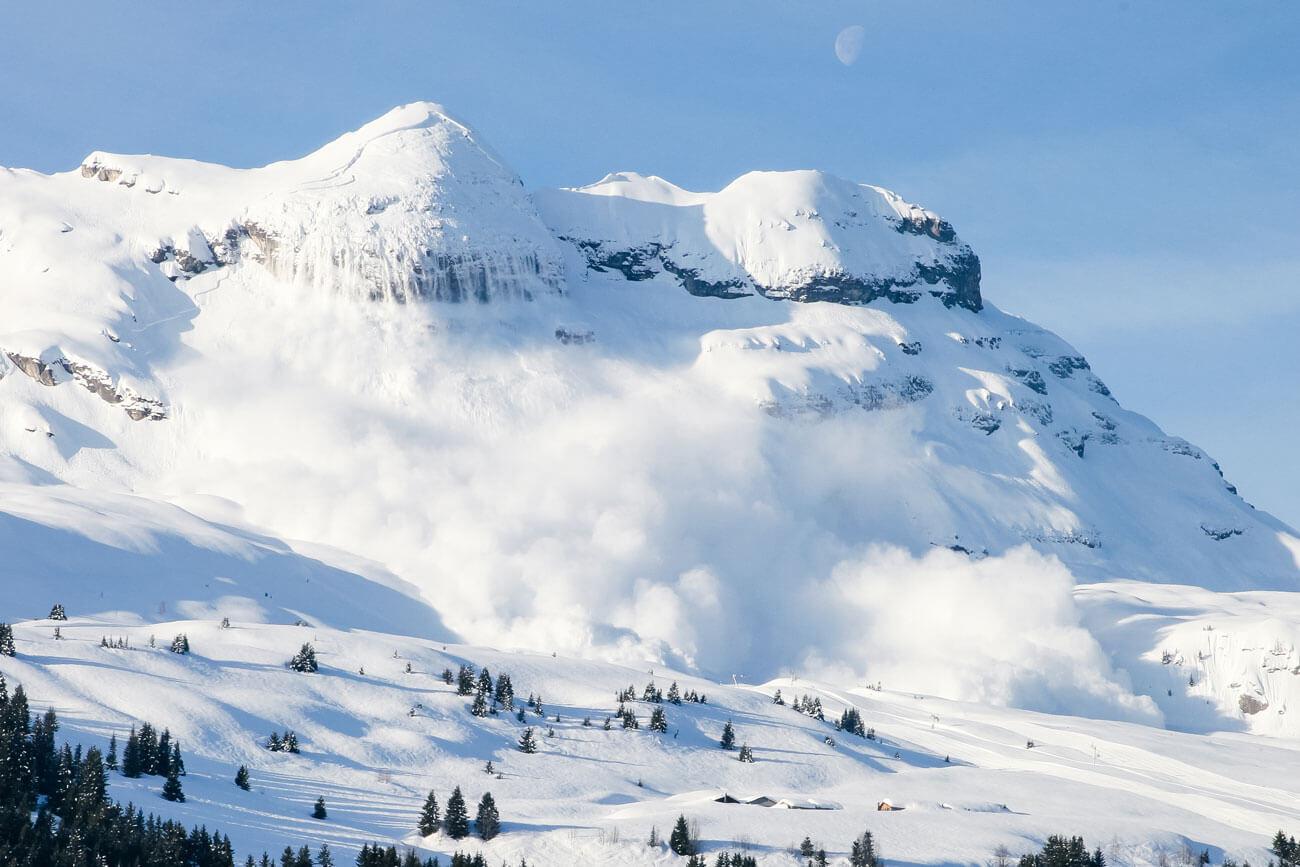 Im alpinen Gelände stellen Lawinen oft eine tödliche Gefahr dar.