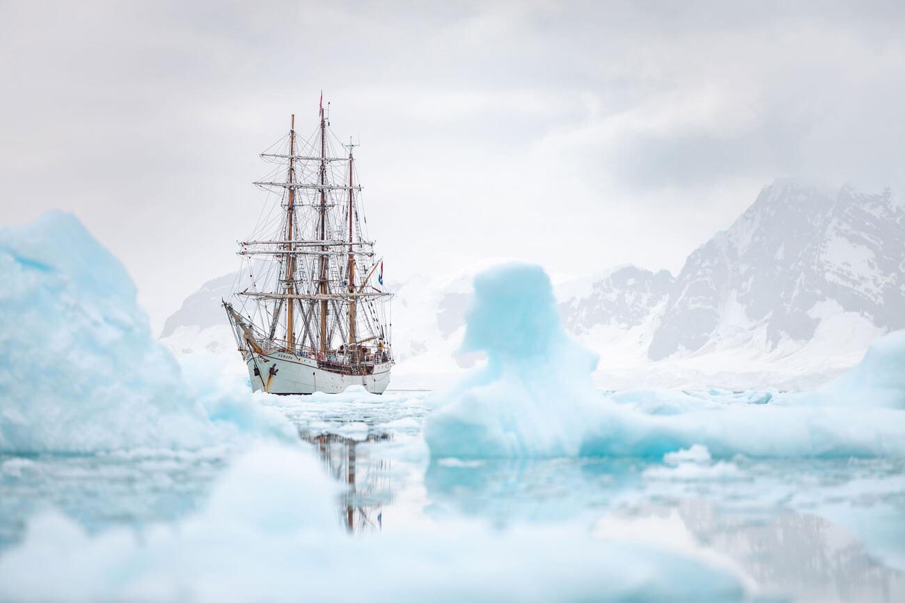 Mit diesem Bild der Bark Europa, aufgenommen in der Antarktis, hat der Kufsteiner Fotograf Christoph Bliem in der Kategorie Technik den Bundespreis 2021 der österr. Berufsfotografen gewonnen.