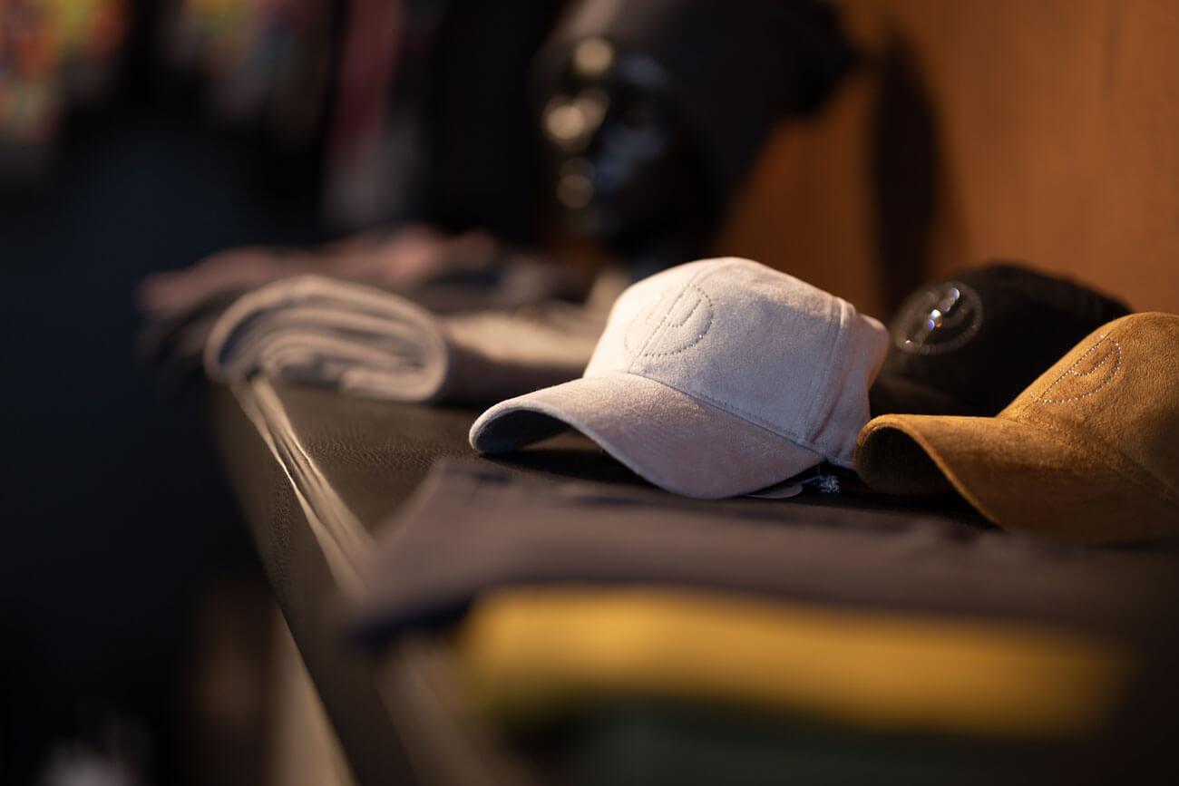 Die bobs-Kollektionen, die man nur im Shop in Lienz oder im eigenen Webshop erhält, beinhalten immer auch Herren-Lifestyle-Mode.