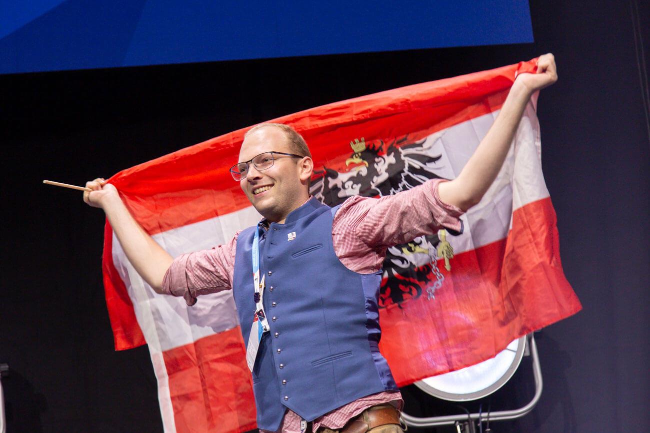 Johannes Aistleithner aus Tux (Hotel Alpenhof/Tux) holte sich im Bewerb Restaurant Service die Bronzemedaille.