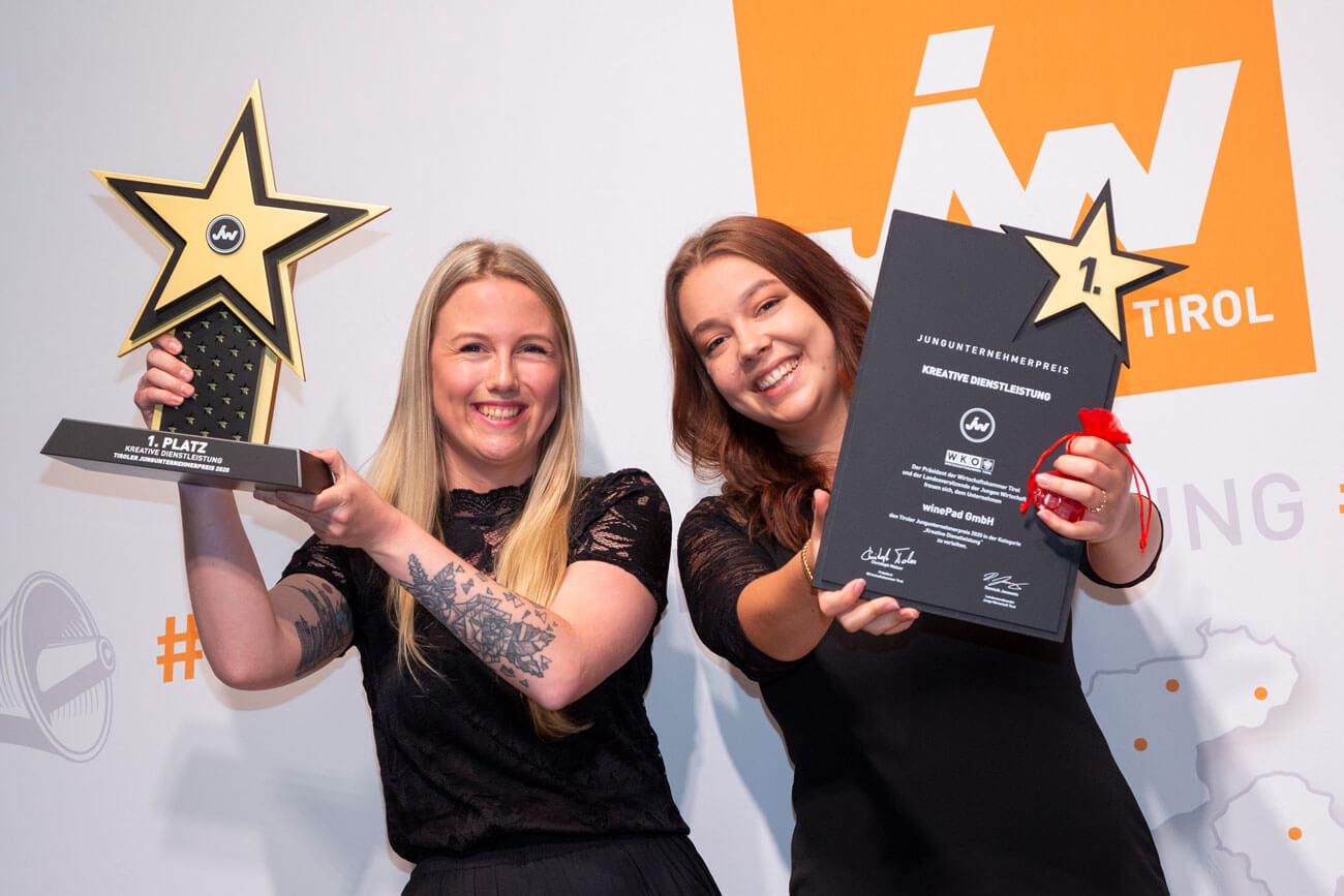 """Die Sieger in der Kategorie """"Kreative Dienstleistung"""": Caroline Muck und Sara Hofer von der winePad GmbH (v.l.)."""