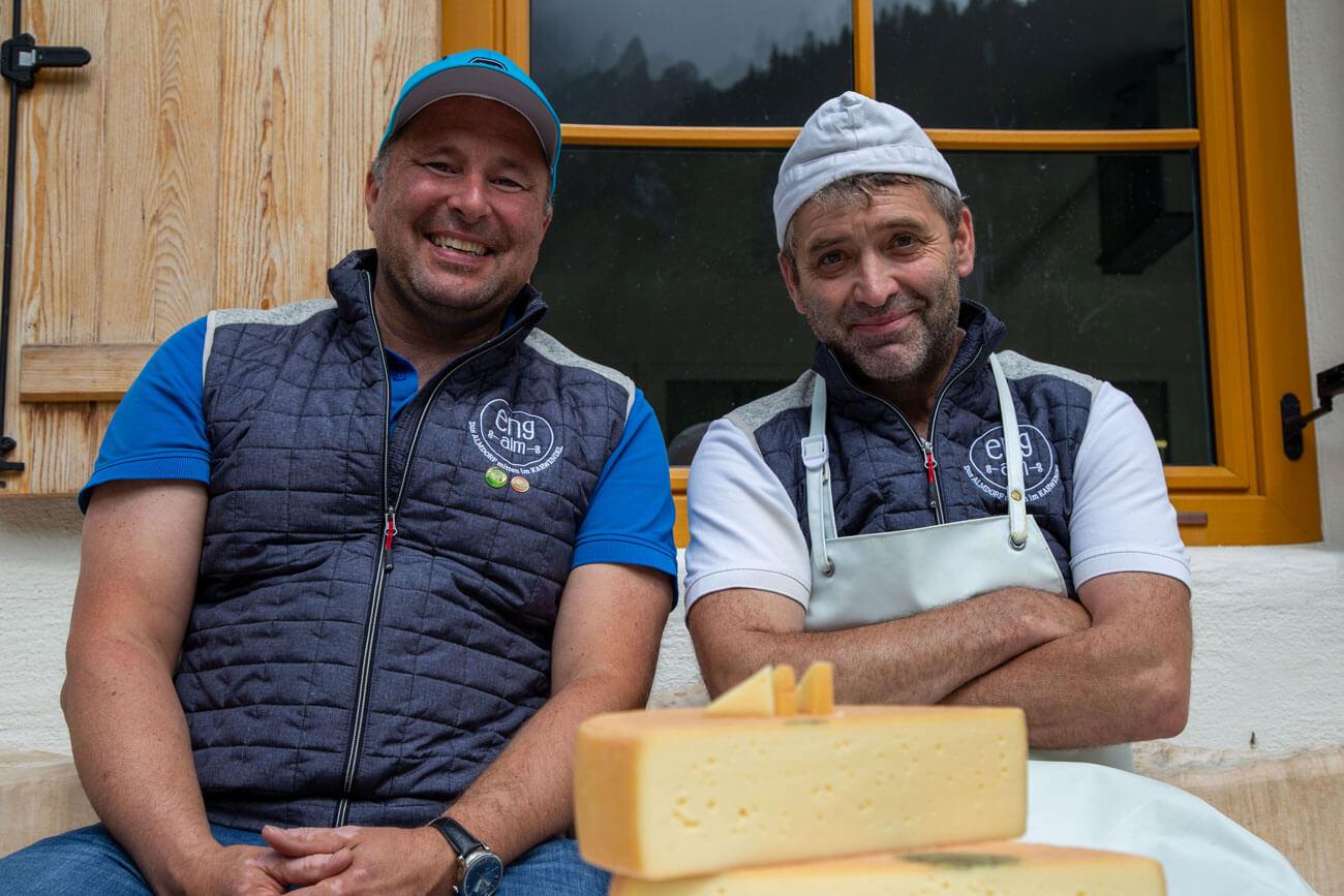 Mike Mühlegger, Geschäftsführer der Agrargemeinschaft Eng Alm, gemeinsam mit Käser Edi Radinger, der mit seinem Enger Bergkäse bereits zahlreiche Erfolge einfahren konnte.